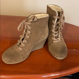 Taupe brown suede lace-up booties DESIGN LAB 38